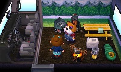 【オートキャンプ場】おまわりさんBのキャンピングカーとオーダーできる家具